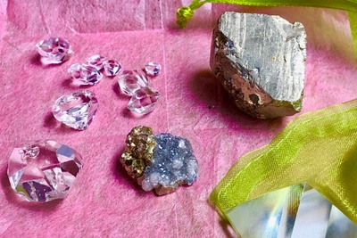 Roksy Boksy - Crystals That Spark Joy! Photo 2