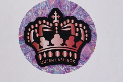 Queen Lash Box Photo 3