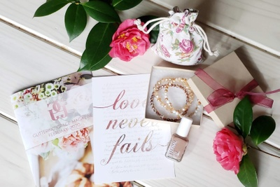 Glittering Grace Womens Magazine & Gift Boxes Photo 2